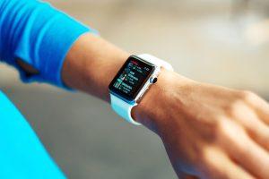Punho com smartwatch